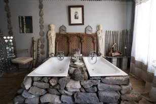 Salle de bain à l'annexe d'Aubrac, chambre d'hôtes dans le village d'Aubrac