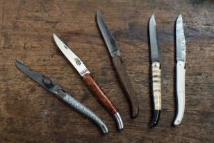Couteaux produits à la Forge de Laguiolde, dans l'Aubrac