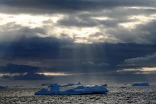 Antarctique-Antarctica-Peninsula-Sun-rays-Landscape-Paysage