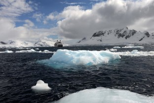 Antarctique-Peninsule-Antarctica-Navire-Growler