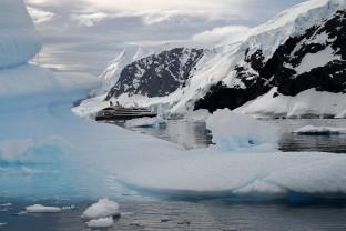 Antarctique-Peninsule-Antarctica-Paradise-Bay-Paysage-Landscape-Navire-Boat