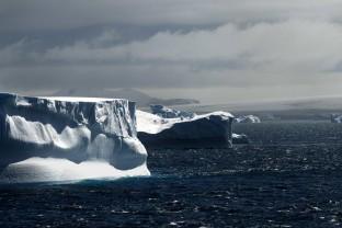 Iceberg-tabulaire-Table-Icebaerg-Antarctique-Antarctica-Peninsula